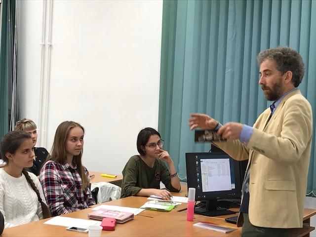 Британский поэт James M. Davidson  в гостях у студентов и преподавателей ИИЯ