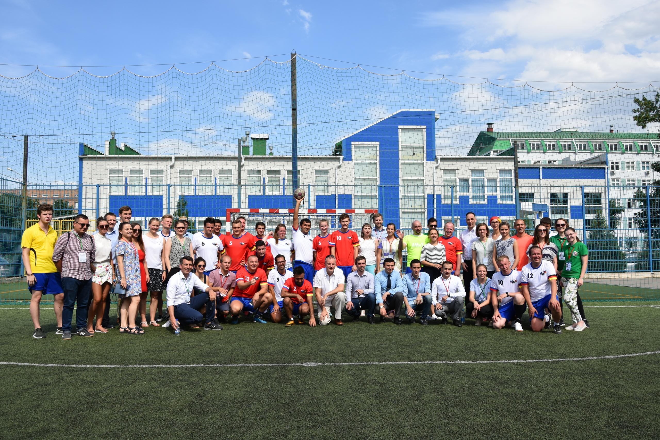 Футбол объединяет