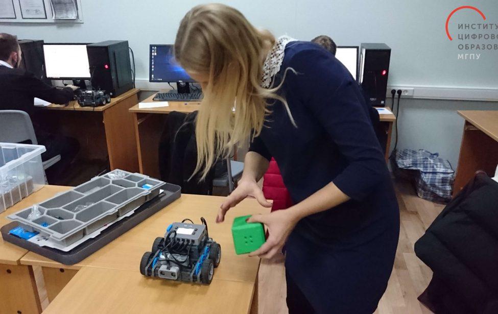 Учителей ипедагогов ДПО обучили конструировать роботов