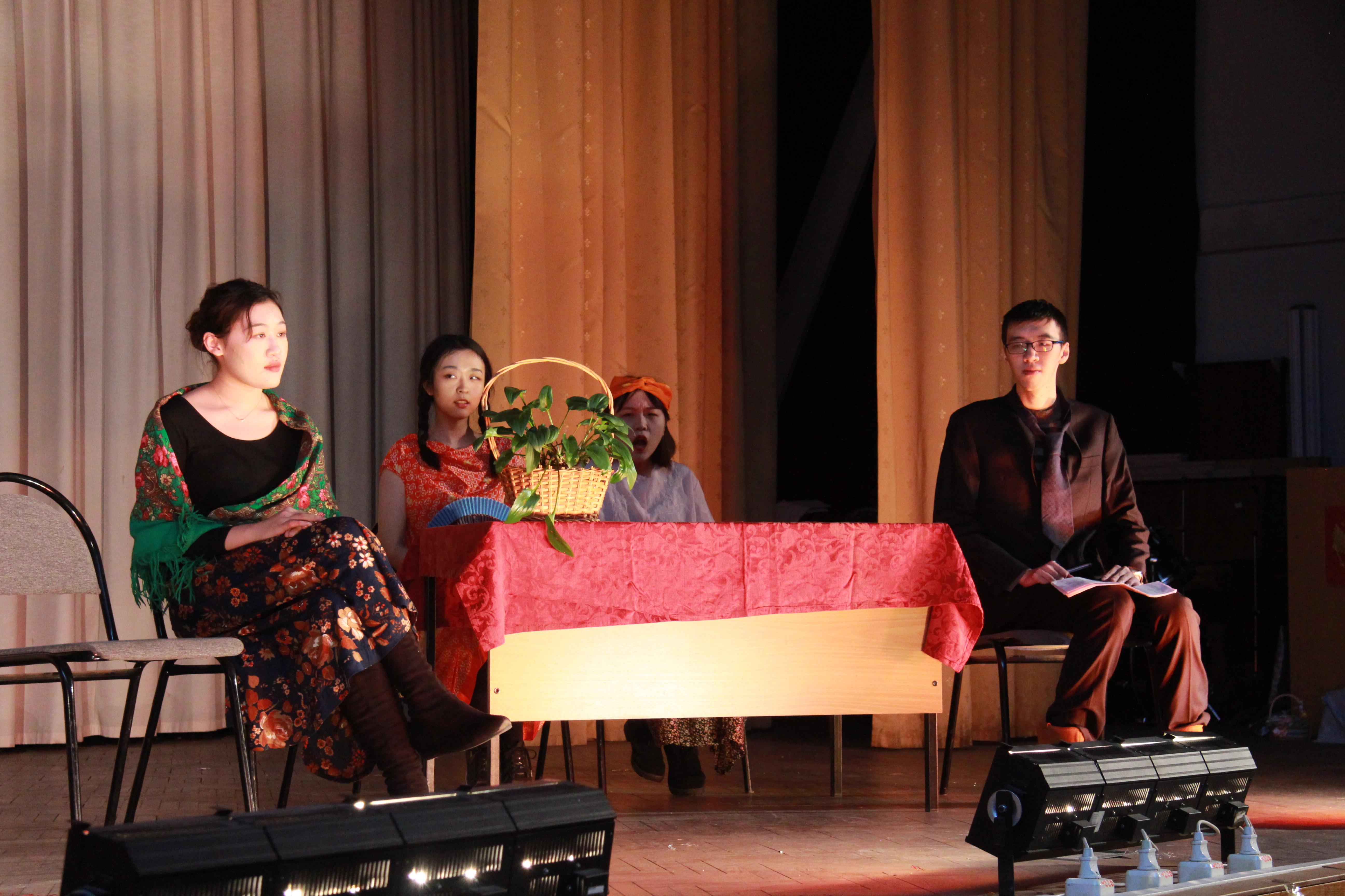 Театральная постановка китайских студентов