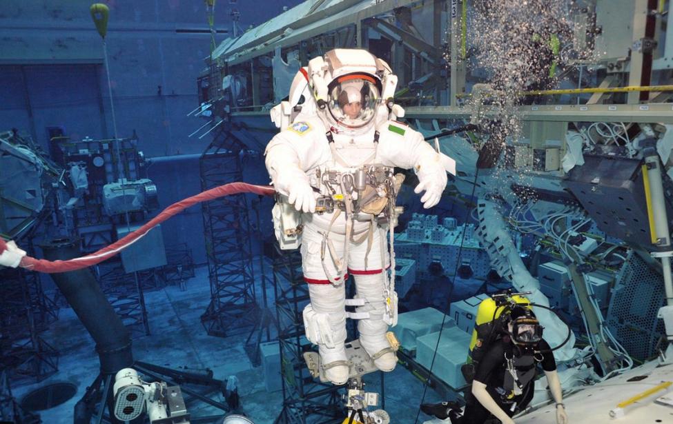 Космическое плавание