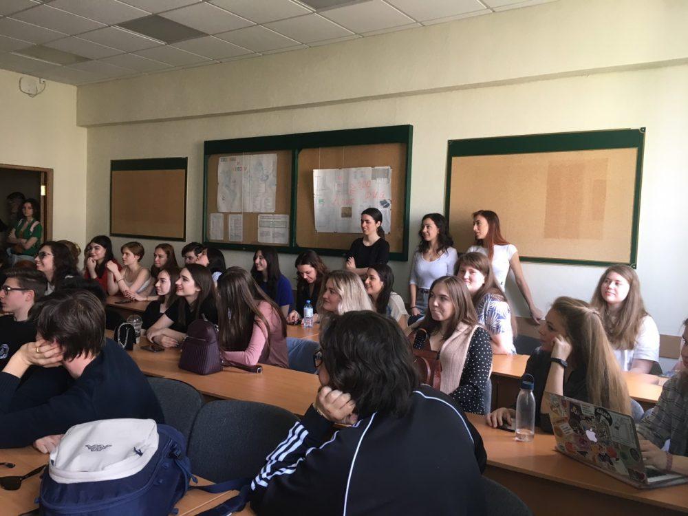Школьники из Италии посетили ИИЯ