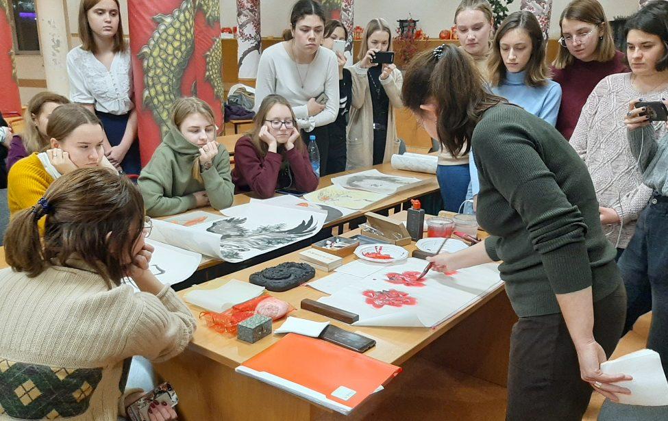 Студенты прикоснулись к эстетике китайской живописи