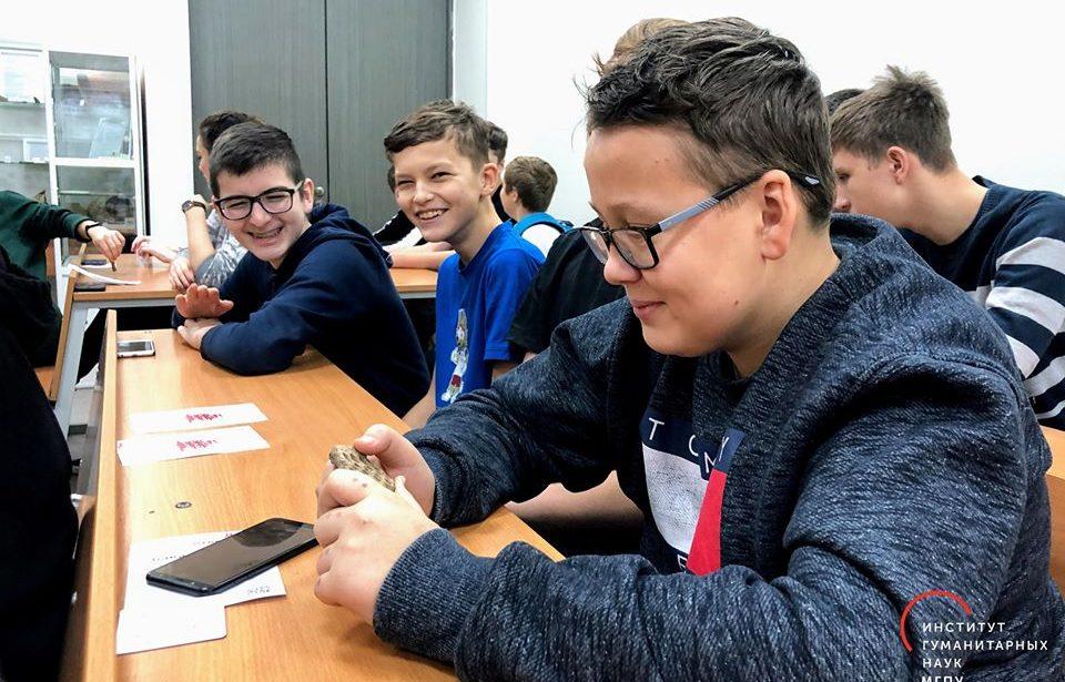 Школьники Москвы побывали на занятии по археологии