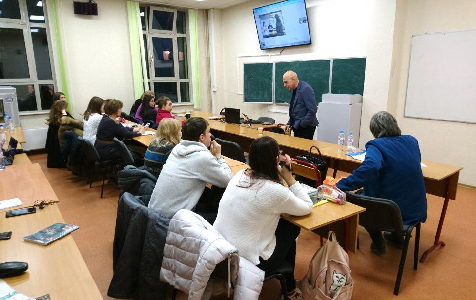 Профессор Софийского университета прочитал лекции в ИИЯ