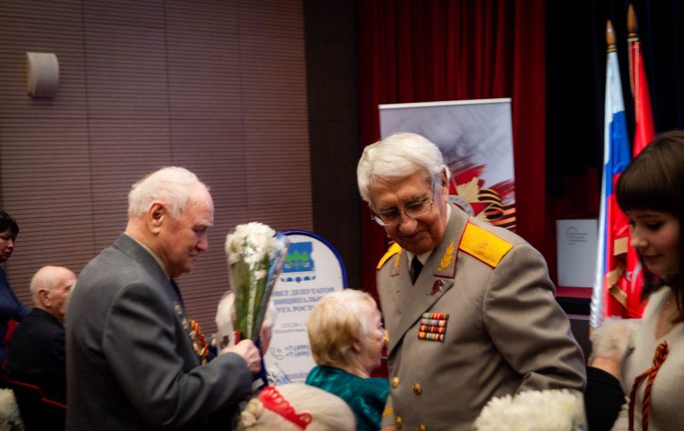 Ветеранам Москвы вручили медали 75-летия Победы в МГПУ