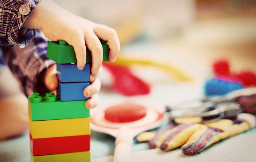 Играть, нельзя гулять: чем занять дошкольника