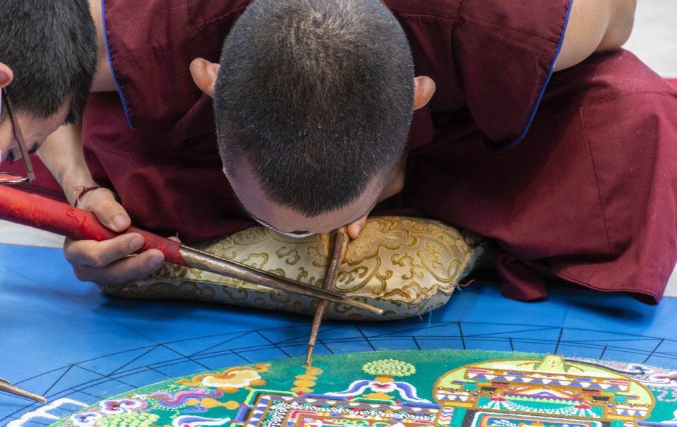 Студенты ИИЯ открыли для себя сакральную живопись Тибета
