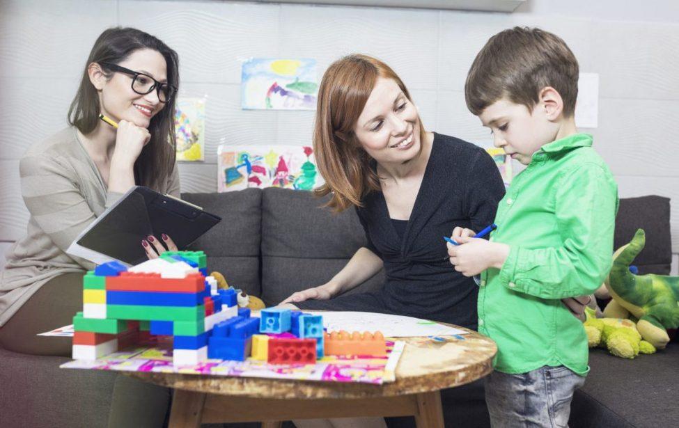 Воспитатели и родители: по одну сторону баррикад