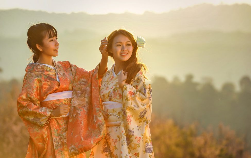 Студенты ИИЯ познакомились с ретроспективой эталона женской красоты в Китае