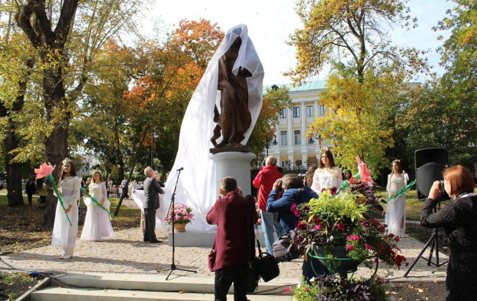 В Пензе появился памятник матери по проекту преподавателя МГПУ