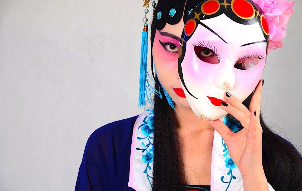 Студенты ИИЯ прикоснулись к искусству пекинской оперы
