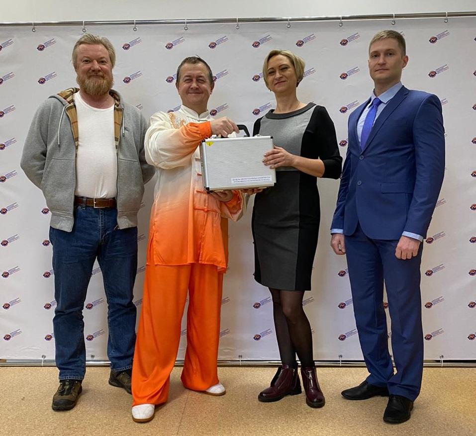 Федерация цигун подарила ИЕСТ электроэнцефалограф