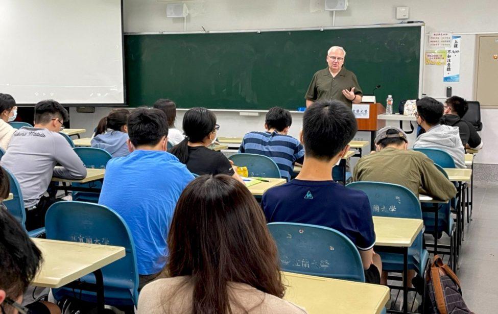 Профессор ИИЯ прочитал лекцию втайваньском университете
