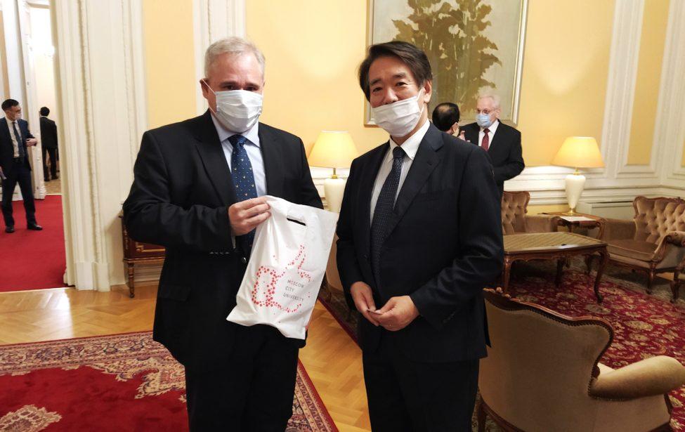 Званый ужин врезиденции чрезвычайного иполномочного посла Японии вРоссии