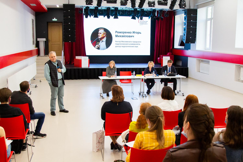 Новый учитель московской школы