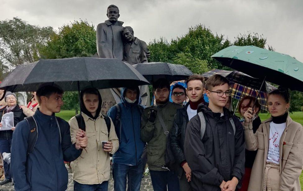 Открыт памятник героям-ополченцам